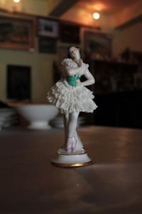 Figurka baletky porcelánová korunka N