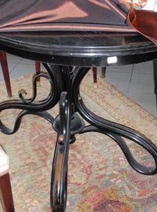 Jednálenský stôl