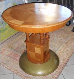 Okrúhly secesný stolík