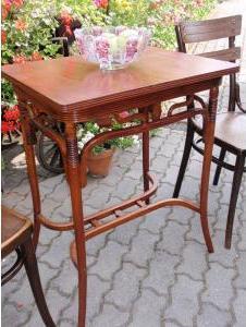 Secesný stolík