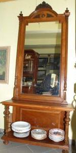 Toaletné zrkadlo s prístenným stolíkom